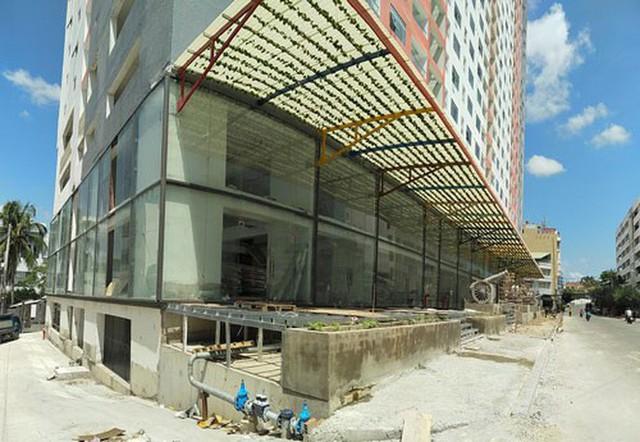 Chung cư 40 tầng chưa xây xong đã lùa dân vào ở  - Ảnh 1.