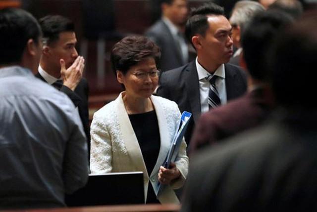 Hồng Kông chính thức rút dự luật dẫn độ - Ảnh 1.