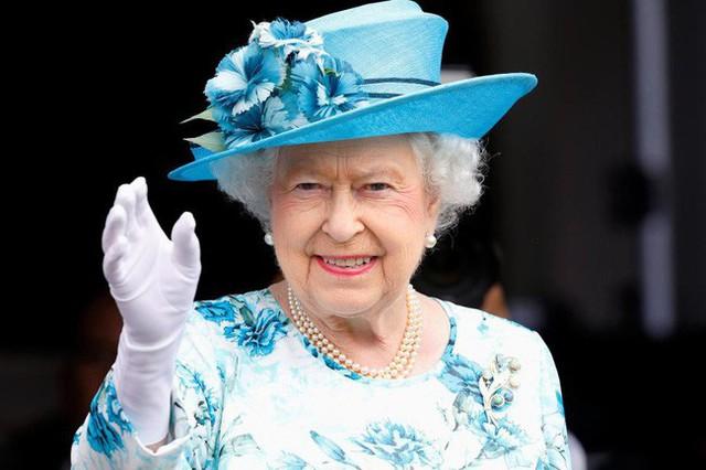 Đây chính là bí quyết giúp Nữ hoàng Anh dù 93 tuổi vẫn mạnh khỏe, minh mẫn, có thể tự lái xe ô tô - Ảnh 1.