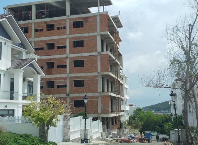 Bất chấp bị cưỡng chế, khu biệt thự Ocean View Nha Trang vẫn vô tư xây dựng - Ảnh 1.