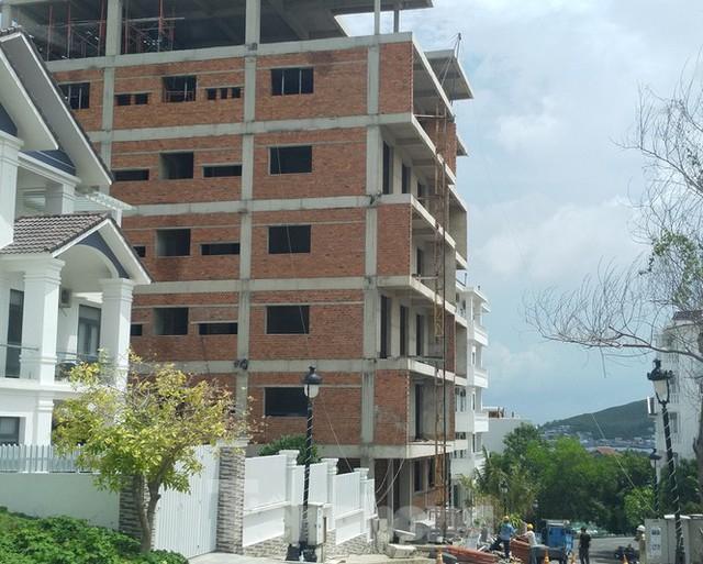 Bất chấp bị cưỡng chế, khu biệt thự Ocean View Nha Trang vẫn vô tư xây dựng - Ảnh 2.