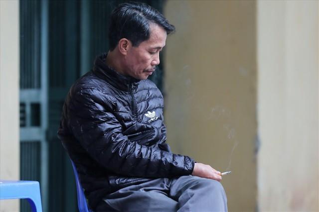 Gió lạnh tràn về, người Hà Nội co ro áo khoác ra đường - Ảnh 12.