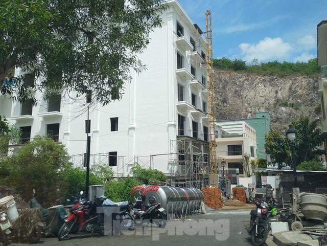 Bất chấp bị cưỡng chế, khu biệt thự Ocean View Nha Trang vẫn vô tư xây dựng - Ảnh 3.