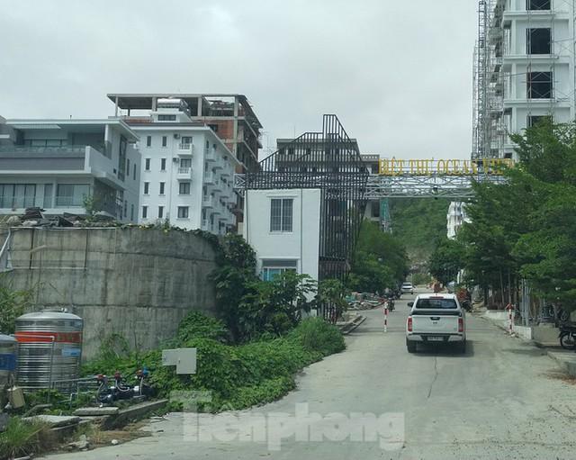 Bất chấp bị cưỡng chế, khu biệt thự Ocean View Nha Trang vẫn vô tư xây dựng - Ảnh 4.