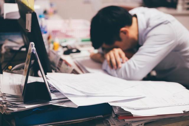 27 tuổi với mức lương 15 triệu/tháng, trai văn phòng vẫn than nhàm chán liền bị dân mạng hỏi: Thế còn muốn gì nữa?