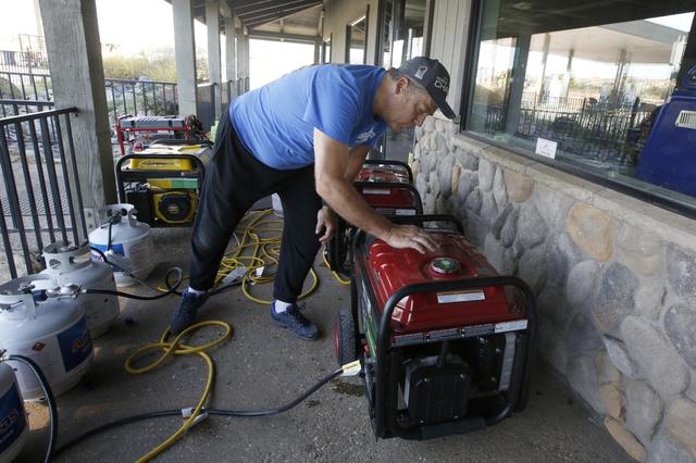 Hàng trăm căn nhà ở California bị thiêu rụi do cháy rừng - Ảnh 7.