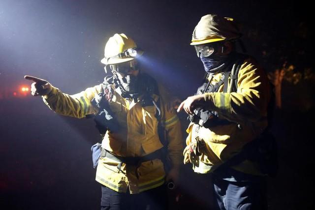 Hàng trăm căn nhà ở California bị thiêu rụi do cháy rừng - Ảnh 8.