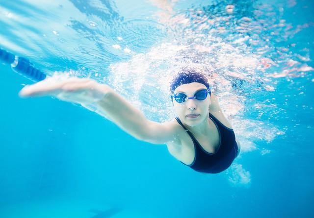7 lợi ích không ngờ của việc bơi lội mà không phải ai cũng biết: Từ bà bầu cho đến nhân viên công sở ai cũng cần phải thử - Ảnh 3.