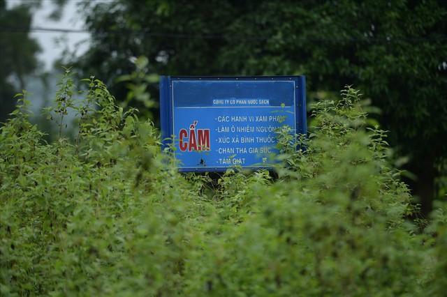 Tiếp tục hút bùn kênh dẫn nước sông Đà sau gần 20 ngày vụ đổ trộm dầu thải - Ảnh 11.