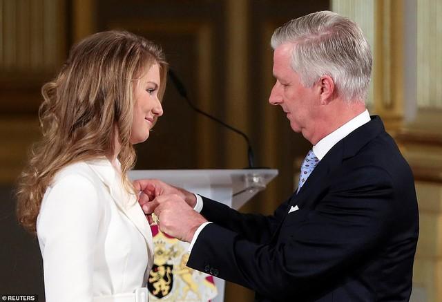 Chân dung nàng Công chúa đẹp tựa nữ thần vừa tròn 18 tuổi, sinh ra đã ở vạch đích, gánh trên vai vận mệnh của Hoàng gia Bỉ - Ảnh 5.
