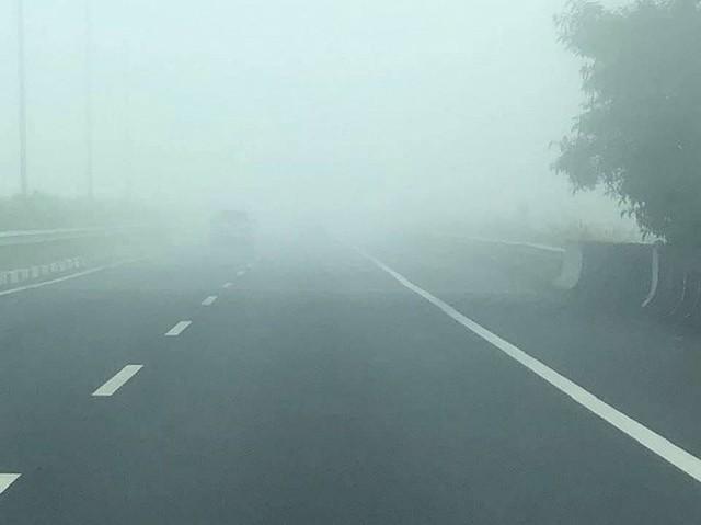 Sương mù dày đặc xuất hiện trên cao tốc TP.HCM - Long Thành - Dầu Giây - Ảnh 4.