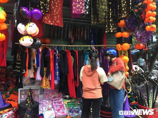 Thị trường đồ trang trí Halloween: Càng kinh dị càng hút khách - Ảnh 5.