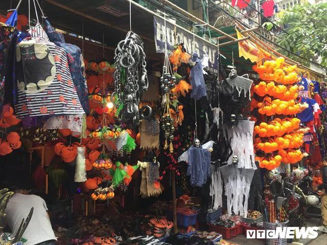 Thị trường đồ trang trí Halloween: Càng kinh dị càng hút khách - Ảnh 8.