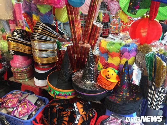 Thị trường đồ trang trí Halloween: Càng kinh dị càng hút khách - Ảnh 9.