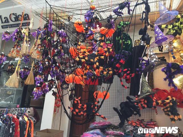 Thị trường đồ trang trí Halloween: Càng kinh dị càng hút khách - Ảnh 10.