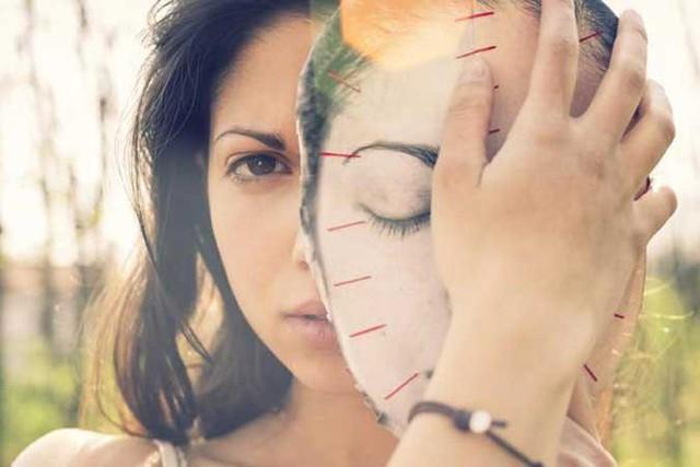 2 thứ trên đời không thể nhìn bằng mắt, một là mặt trời, hai là lòng người: Tôi nhận ra sau bài học phản bội cay đắng, càng rõ càng đau, càng nhìn càng đen tối - Ảnh 1.