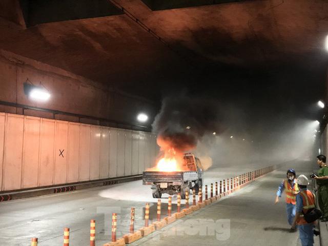 Diễn tập tai nạn liên hoàn giữa 5 ô tô và 30 xe máy trong hầm Thủ Thiêm  - Ảnh 2.
