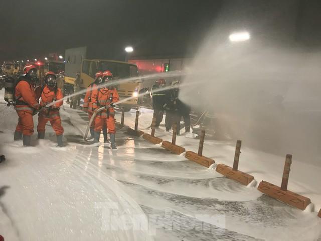Diễn tập tai nạn liên hoàn giữa 5 ô tô và 30 xe máy trong hầm Thủ Thiêm  - Ảnh 13.