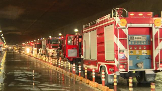 Diễn tập tai nạn liên hoàn giữa 5 ô tô và 30 xe máy trong hầm Thủ Thiêm  - Ảnh 3.