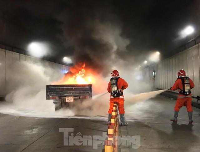 Diễn tập tai nạn liên hoàn giữa 5 ô tô và 30 xe máy trong hầm Thủ Thiêm  - Ảnh 4.