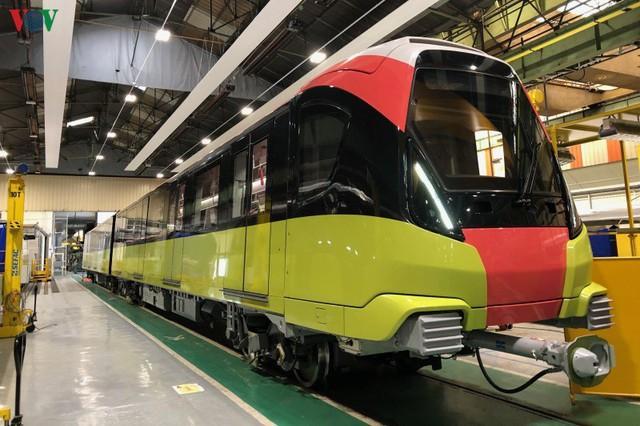Lộ diện đoàn tàu đầu tiên của tuyến Metro số 3 Nhổn-Ga Hà Nội - Ảnh 2.