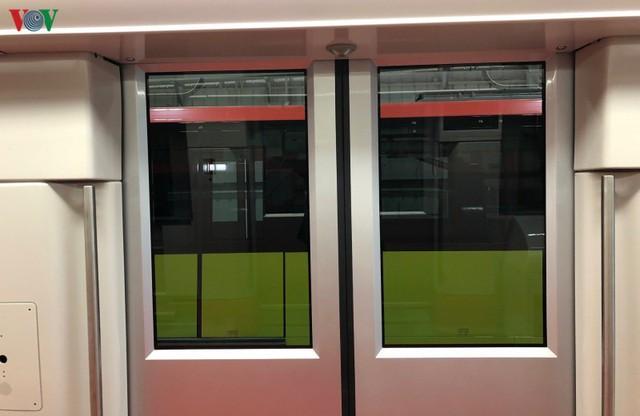 Lộ diện đoàn tàu đầu tiên của tuyến Metro số 3 Nhổn-Ga Hà Nội - Ảnh 12.