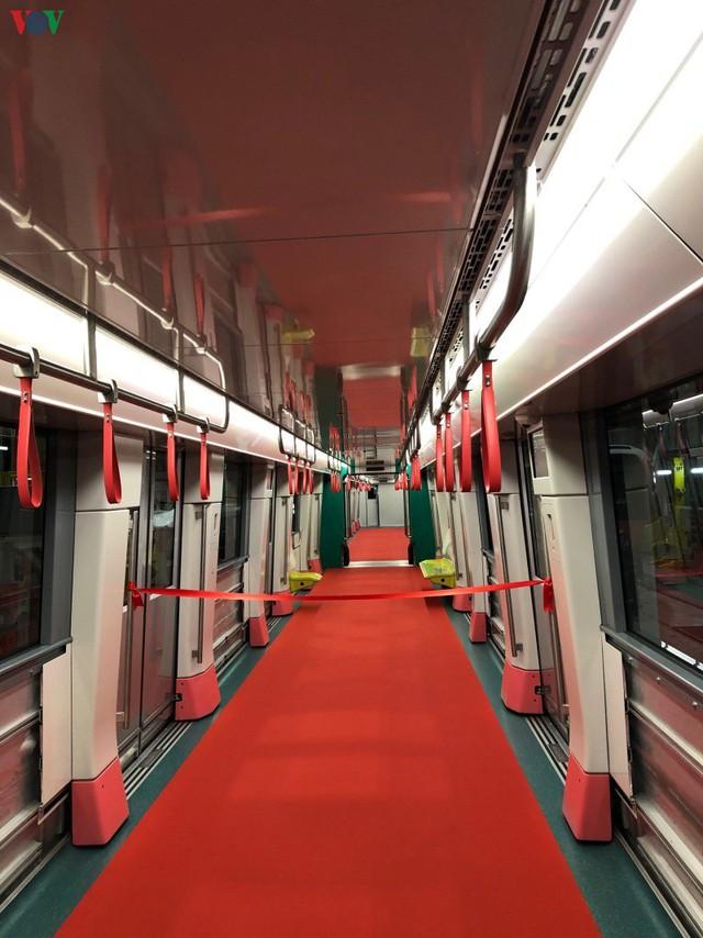 Lộ diện đoàn tàu đầu tiên của tuyến Metro số 3 Nhổn-Ga Hà Nội - Ảnh 5.