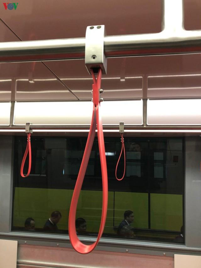 Lộ diện đoàn tàu đầu tiên của tuyến Metro số 3 Nhổn-Ga Hà Nội - Ảnh 7.