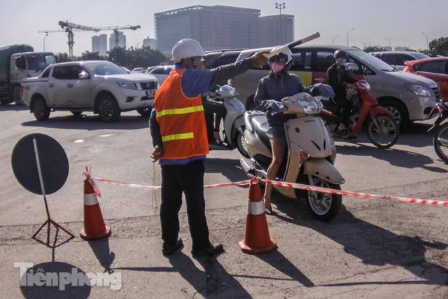 Dựng rào chắn thi công đường đua F1 - Ảnh 8.