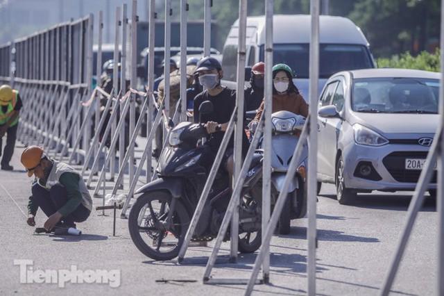 Dựng rào chắn thi công đường đua F1 - Ảnh 9.