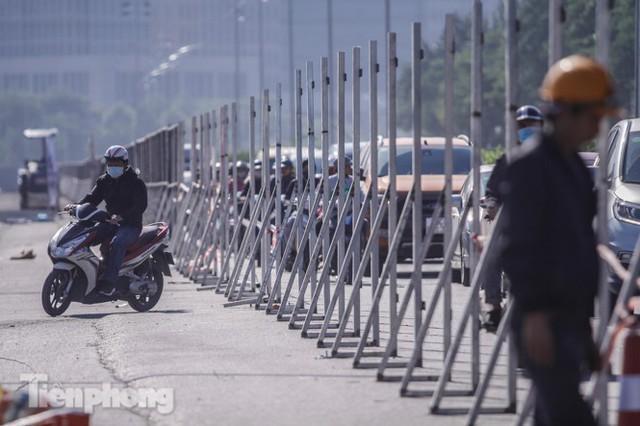 Dựng rào chắn thi công đường đua F1 - Ảnh 10.