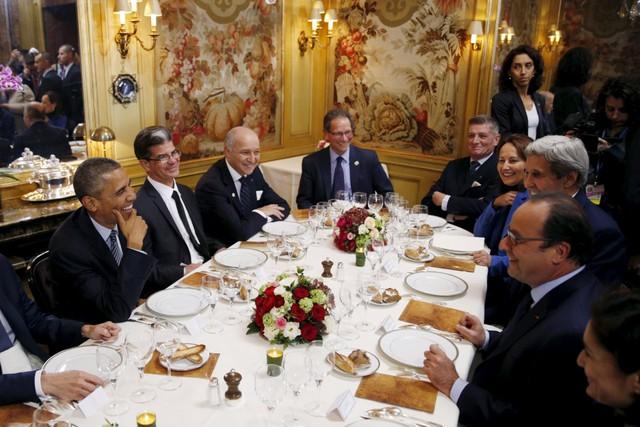 Dành 4 thập kỷ nấu ăn cho các đời Tổng thống Pháp, cựu bếp trưởng điện Élysée tiết lộ thói quen ăn uống khác biệt của những con người quyền lực bậc nhất thế giới  - Ảnh 2.