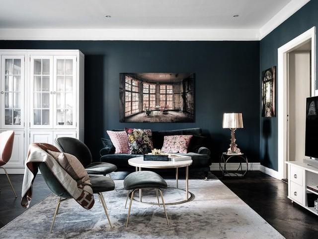 Căn hộ rộng 61m² đẹp bí ẩn, sang trọng nhờ bài trí sắc màu trung tính vô cùng ăn ý - Ảnh 1.