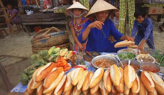 Hành trình 130 năm của bánh mì Việt Nam qua con mắt đầu bếp gốc Việt: Từ thức quà đường phố bình dân đến đại diện ẩm thực được thế giới yêu thích - Ảnh 3.
