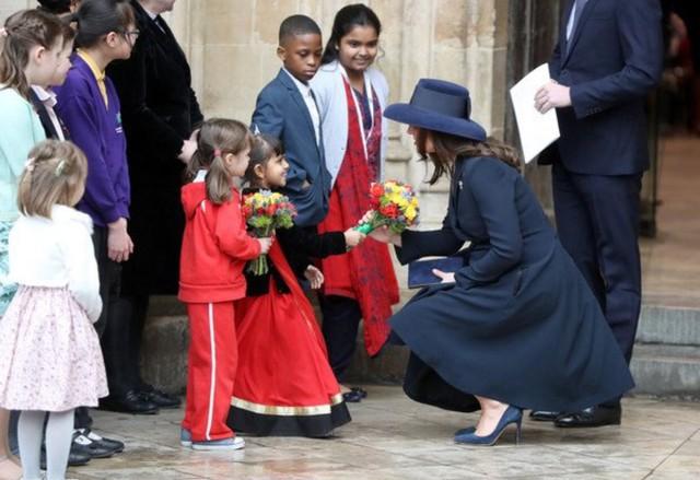 Một loạt dấu hiệu phản chủ cho thấy Công nương Kate có thể đã nhờ người mang thai hộ trong 3 lần sinh nở - Ảnh 1.