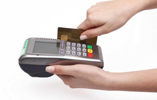 Xài thẻ tín dụng, kinh nghiệm 1 lần 'ngậm đắng nuốt cay' - Ảnh 2.