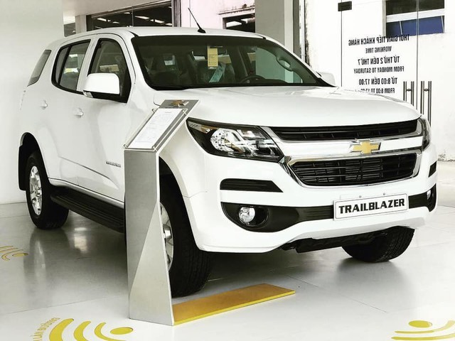 Xả hàng cuối năm, ô tô giảm giá 200-300 triệu - Ảnh 8.