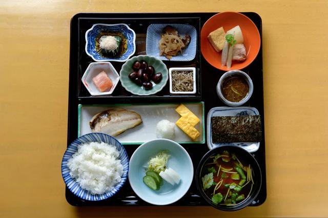 Thói quen ăn uống giúp người Nhật sống thọ nhất thế giới: Chỉ ăn no 8 phần, một ngày ăn 7 loại rau - Ảnh 7.