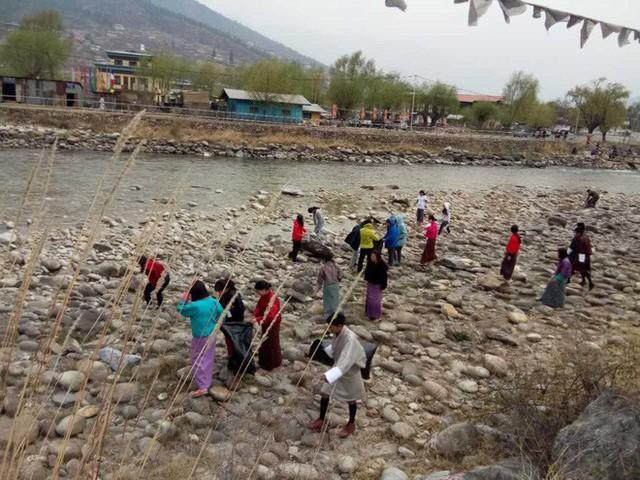 Bhutan: Quốc gia yên bình và xanh nhất thế giới đang chết dần vì ô nhiễm? - Ảnh 5.