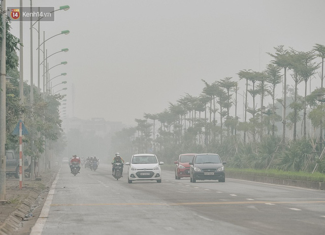 Chùm ảnh: Một ngày sau cơn mưa vàng, đường phố Hà Nội lại chìm trong bụi mù - Ảnh 8.