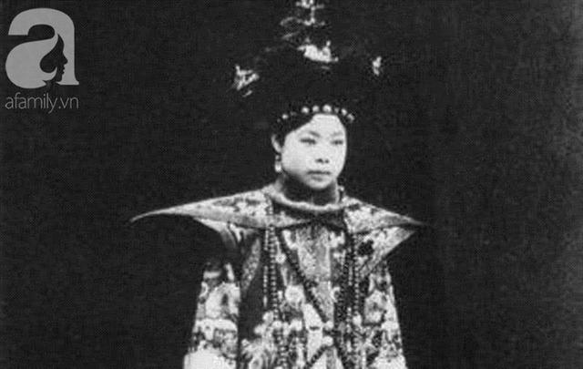 """Cuộc mặc cả chưa từng tiết lộ và cách """"bật"""" bài bản của cô vợ nổi tiếng lịch sử dám chủ động ly hôn rồi đòi tiền từ chồng Hoàng đế - Ảnh 1."""