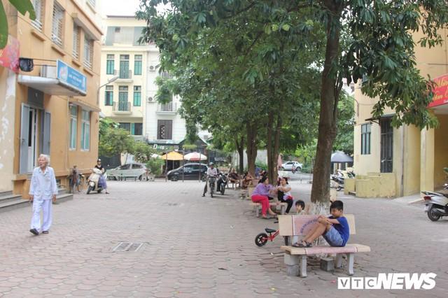 Hơn 1 tháng sau vụ cháy Rạng Đông, nhiều hộ dân Hạ Đình chưa dám về nhà - Ảnh 1.