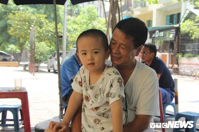 Hơn 1 tháng sau vụ cháy Rạng Đông, nhiều hộ dân Hạ Đình chưa dám về nhà - Ảnh 5.