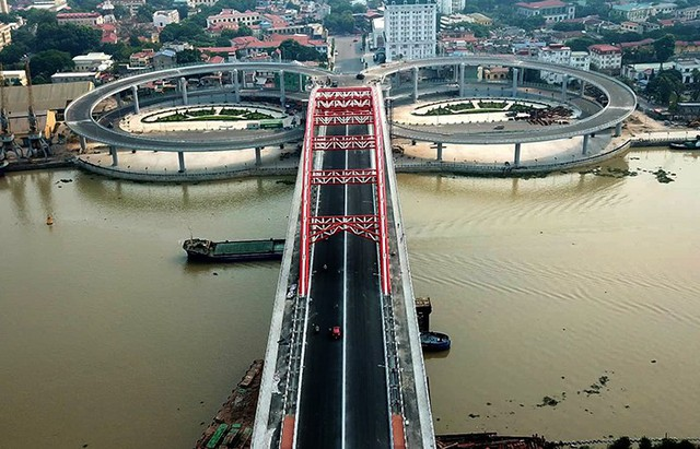 Cận cảnh cây cầu độc đáo hình cánh chim biển sắp thông xe ở Hải Phòng - Ảnh 1.