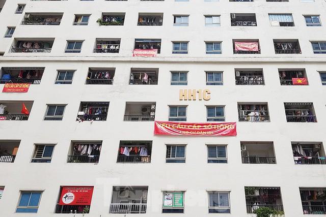 'Làn sóng' băng rôn đòi sổ hồng ở chung cư HH Linh Đàm - Ảnh 4.