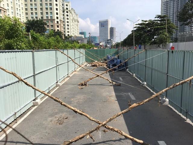 Rào đường để cứu rốn ngập Nguyễn Hữu Cảnh - Ảnh 7.