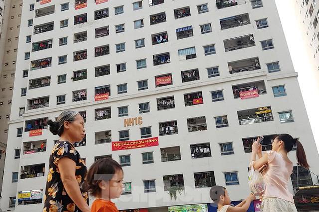'Làn sóng' băng rôn đòi sổ hồng ở chung cư HH Linh Đàm - Ảnh 8.