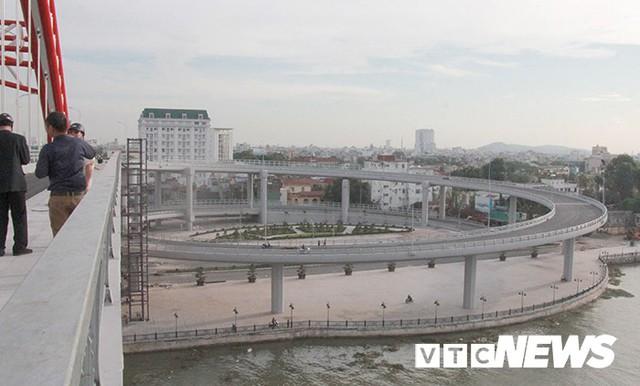 Cận cảnh cây cầu độc đáo hình cánh chim biển sắp thông xe ở Hải Phòng - Ảnh 8.