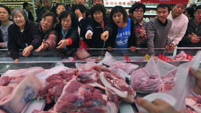 Lợn đột biến khổng lồ 700kg, giải cứu khủng hoảng Trung Quốc - Ảnh 1.