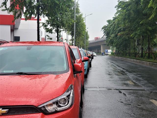 Thượng vàng, hạ cám từ xế sang bạc tỷ đến xe cỏ siêu rẻ tại chợ ô tô lớn nhất Hà Nội - Ảnh 11.